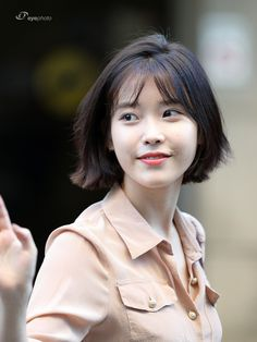 Lee ji eun iu in 2019 rambut Iu Short Hair, Iu Hair, Korean Short Hair Bob, Shot Hair Styles, Girls Short Haircuts, World Most Beautiful Woman, Korean Actresses, Woman Face, Hair Inspo