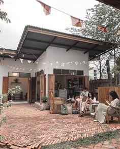 Cofee Shop, Cozy Coffee Shop, Small Coffee Shop, Coffee Store, Cafe Shop Design, Coffee Shop Aesthetic, Outdoor Cafe, Backyard Cafe, Mini Cafe
