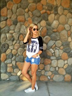 Baseball tee + white chucks and cutoffs. I have this whole outfit (except I am a mom, so I would be wearing longer shorts LOL) Outfits With Converse, White Converse, White Chucks Outfit, Converse Style, Girl Fashion, Fashion Outfits, Fasion, Womens Fashion, Fashion Beauty