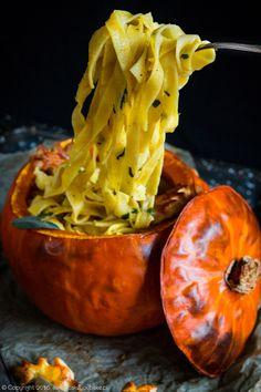 dynia nadziewana makaronem i porami, pasta and leeks stuffed pumpkin #dynia #pumpkin #Halloween