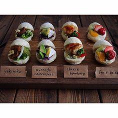Instagramユーザーの「naho」さんのベーカリーのような朝食スタイルがとってもかわいい!朝焼きの手作りパンで名札をつけておしゃれに仕上げています。皆さんもぜひ「naho」さんのアイデアを参考にして素敵なパンを作ってみてください。 Japanese Bread, Japanese Food, Cute Food, Yummy Food, My Favorite Food, Favorite Recipes, Bread Shop, Cooking Photos, Taiwan Food