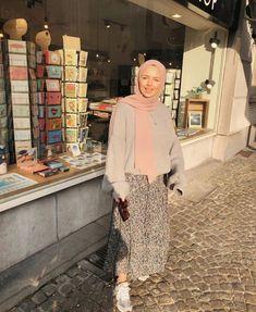 Hijab Fashion Summer, Modest Fashion Hijab, Modern Hijab Fashion, Street Hijab Fashion, Muslim Women Fashion, Casual Hijab Outfit, Hijab Fashion Inspiration, Skirt Fashion, Fashion Outfits