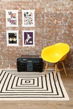 Concentric Rug at Urban Outfitters for a bedroom? Urban Outfitters Furniture, Urban Outfitters Rug, Staircase Carpet Runner, Old Room, Rustic Rugs, Wall Carpet, Cool Rugs, Soft Furnishings, Chairs