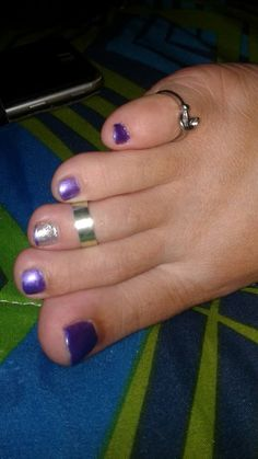 Purple Toes, Painted Toes, Toe Designs, Foot Toe, Sexy Wife, Pretty Hands, Sexy Toes, Female Feet, Toe Rings