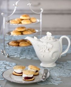 Biscuit Cookies, Afternoon Tea, Scones, Tea Time, Tea Party, Biscuits, Bakery, Brunch, Food And Drink