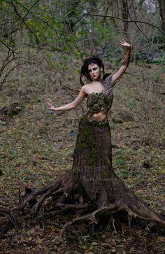 the_nymph_of_the_trees__by_m0thyyku-d33pcaq.jpg (400×616)