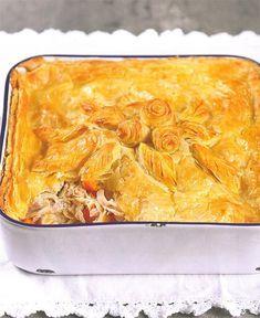 Daar is mos niks so lekker soos 'n geurige hoenderpastei nie! South African Dishes, South African Recipes, Ethnic Recipes, Best Chicken Recipes, Pie Recipes, Cooking Recipes, Kos, Chicken And Mushroom Pie, Pizza