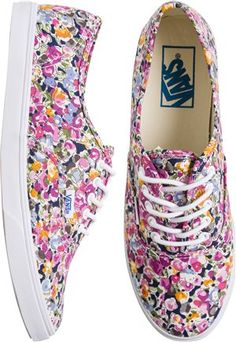 Vans Authentic Lo Pro Shoe - sign me up for a pair of these! Pretty Shoes, Cute Shoes, Me Too Shoes, Vans Authentic Lo Pro, Floral Vans, Cute Vans, Shoe Wardrobe, Vans Shoes, Vans Sneakers