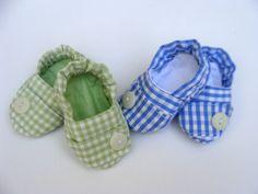 Sapatinho em tecido 100% algodão xadrez. <br> <br>Tamanhos: <br> <br>01 - 00 a 02 meses - 9 - 10 cm <br>02 - 03 a 04 meses - 10 - 11 cm <br>03 - 05 a 06 meses - 11 - 12 cm <br>04 - 07 a 08 meses - 12 -13 cm <br>05 - 09 a 10 meses - 13- 14 cm <br>06 - 11 a 12 meses - 14 - 15 cm <br> <br>Consultar disponibilidade de tecido.