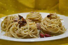 Gli spaghetti aglio, olio e tonno sono un primo piatto molto facile e veloce da preparare ma davvero delizioso. Ecco la ricetta ed alcuni consigli utili
