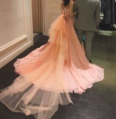 さっきのドレスの後ろ姿  #プレ花嫁 #カラードレス #ドレス試着 #ドレス迷子 #ドレス選び #クチュールナオコ #ピンク #ウエディング #ウエディングドレス #wedding #結婚準備 by mian.0923