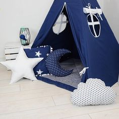 Calling all little boys for adventure! This navy and white teepee is meant to offer your gentleman a quiet place to contemplate the world. Ideal for sharing secrets with friends, this Navy blue wigwam will quickly become your sons favorite place to hide out. The purchase of this listing is for one play tent with mat and the following specifications and options to upgrade: Style: Summer Night Pillows: Square, Moon, Small Cloud and Star Colors: Navy Blue, and White Measurements: 110 x 110 cm…