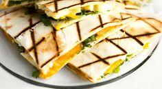 Quesadilla With Mango And Brie Filling And Guacamole Andrews Fine Dining Lovers Brie, Guacamole, Healthy Mexican Recipes, Veggie Recipes, Easy Recipes, Tex Mex Essen, Go Veggie, Avocado, Mango