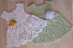 Нарядное платье для малышки крючком. Платье девочке на квадратной кокетке.