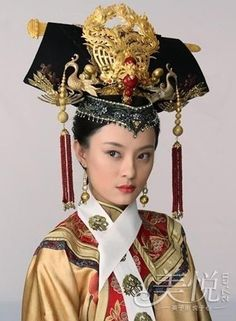 Qing Dynasty Imperial Empress - 1644 to 1912 - The Stunning Actresses in Ancient Costumes - Chinese Films Traditional Fashion, Traditional Dresses, Traditional Chinese, Moda China, Empresses In The Palace, Chinese Clothing, Chinese Dresses, Qing Dynasty, Fashion Moda