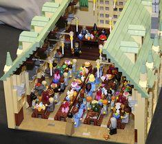 LEGO Harry Potter: Hogwarts Castle by Alice Finch at Brickcon 2011 - Modern Lego Harry Potter, Harry Potter Hogwarts, Lego Hogwarts, Legos, Chat Origami, Miraculous, Lego Room, Cool Lego, Awesome Lego