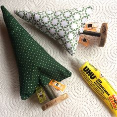 Sewing a fir tree – free instructions – gluten-free recipes & creative ideas - Crochet Bracelet Pattern, Crochet Mat, Wire Crochet, Wire Jewelry Patterns, Finger Crochet, Pink Slippers, Fir Tree, Diy Spa, Lace Patterns