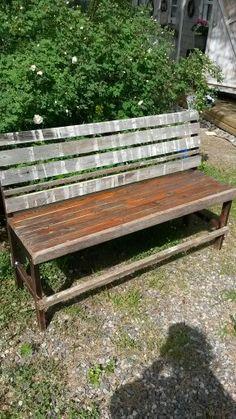 Puutarhapenkki...keittiön tuolista ja pirtinpöydän kannesta...