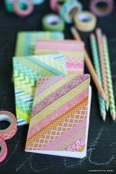 DIY washi tape ideas to inspire you! We'll also explain what washi tape is and where to buy it. DIY Washi Tape Ideas First, what is washi tape? Diy Notebook Cover, Diy Washi Tape Notebook, Notebook Ideas, Diy Washi Tape Crafts, Paper Crafts, Diy Crafts, Diy Mit Washi Tape, Duct Tape, Masking Tape