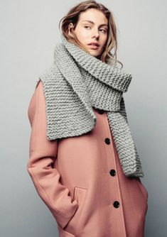 Winter Looks, Cold Day, Keep Warm, Knitting Needles, Cowl, Scarves, Sweaters, How To Wear, Crafts