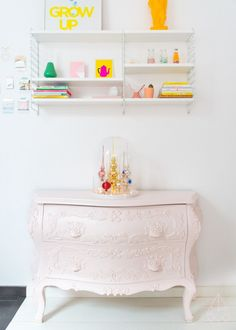 Kerst DIY: pieken stolp, by zilverblauw.nl Painted Furniture, Home Furniture, Pastel Home Decor, Pastel House, Pastel Fashion, Pretty Pastel, Easy Projects, Storage Spaces, Diys