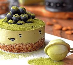 M A T C H A  is by far one of my favorite ingredients. I discovered it two years ago when I was in Japan, and since then I can't live without it. And matcha desserts are just magic! Hope you like it.