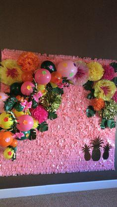 Photo booth Luau Theme Party, Aloha Party, Hawaiian Luau Party, Hawaiian Birthday, Tropical Party, Birthday Wall, Moana Birthday Party, Birthday Parties, Mother's Day Theme