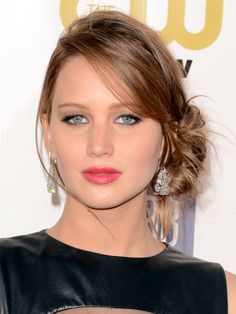 Jennifer Lawrence is making a case for more pink in your makeup bag! http://beautyeditor.ca/2013/01/14/critics-choice-awards-2013-making-a-case-for-more-pink-in-your-makeup-bag/
