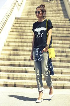casual outfit tee with flannel shirt and baggy jeans #streetstyle #falloutfits #inspiration #outfitideas