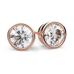 classic yellowgold earrings view round diamond stud in carat cut