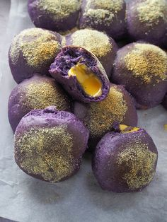Ube Pandesal with Cheese are soft, fluffy, and loaded with purple yam flavor. These Filipino bread rolls are delicious for breakfast or snack. Filipino Dishes, Filipino Desserts, Filipino Recipes, Filipino Food, Hawaiian Recipes, Asian Recipes, Ube Recipes, Bakery Recipes, Milk Recipes