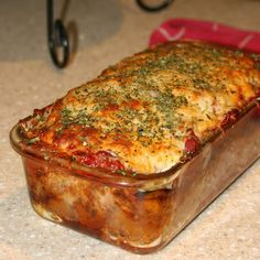 This meatloaf takes on Italian flavor with the addition of Parmesan cheese and an Italian herb blend. Serve this flavorful meat loaf with mashed potatoes and corn or green beans for a fabulous everyday meal. The meatloaf is made Meatloaf Recipe With Cheese, Cheese Stuffed Meatloaf, Meatloaf Recipes, Meat Recipes, Healthy Recipes, Skinny Recipes, Parmesan Meatloaf, Gluten Free Meatloaf, Italian Meatloaf
