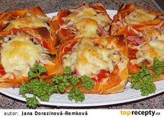 Fofr pizza z toustového chleba recept - TopRecepty.cz Easy Cooking, A Table, Meal Prep, Sandwiches, Brunch, Food And Drink, Appetizers, Quiche, Snacks