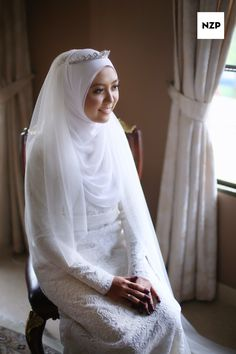 wedding dress Dress by Mixmoda Boutique Photo by nazimzafri Make-up by Vee Elfaiiziens Hijabi Wedding, Muslim Wedding Gown, Muslimah Wedding Dress, Modest Wedding Dresses, Wedding Gowns, Dress Muslimah, Bridal Hijab, Hijab Bride, Bridal Gowns