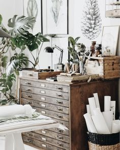 The Charming Creative Home of a Polish Artist (my scandinavian home) We're studio lovers here. Like good design? Get your fill at Referential Treatment. See more design studios, office spaces, artist spaces, artist studio like this on this board. Workspace Design, Home Office Design, Office Decor, Home Art Studios, Art Studio At Home, Art Studio Room, Artist Studios, Art Studio Design, Design Studios