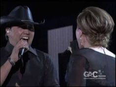 ▶ Jason Aldean and Kelly Clarkson - Don't You Wanna Stay - YouTube
