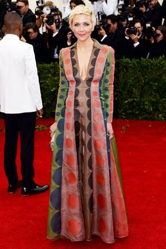 Maggie Gyllenhaal wore a Valentino autumn/winter 2014 dress.