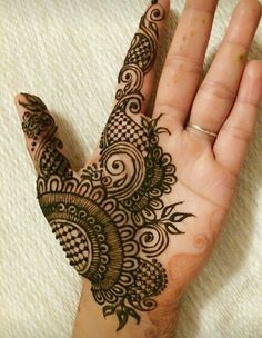 50 Most beautiful Male Mehndi Design (Male Henna Design) that you can apply on your Beautiful Hands and Body in daily life. Henna Tattoo Designs Simple, Basic Mehndi Designs, Latest Arabic Mehndi Designs, Finger Henna Designs, Henna Art Designs, Stylish Mehndi Designs, Mehndi Designs For Beginners, Mehndi Designs For Girls, Mehndi Design Photos