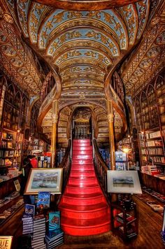 Amazing book shop in Porto in neo- gothic style [636936]
