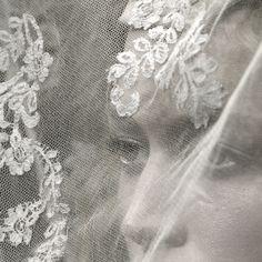 Raquel Zimmermann at Alexander McQueen Autumn/Winter 2006    #Alexander McQueen #Autumn/Winter 2006  ×