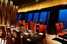 世界には様々なレストランがありますが、今回ご紹介するのは世界の絶景レストラン。 大都会の高層ビルにあるレストランから、ジャングルにある秘境レストラン、美しい海を眺めながらのレストランなど一味違った世界の絶景レストランを35個ご紹介いたします。 1)Al Mahara/UAE photo by blaineha | ページ 2 / 2|絶景, 街・都市|旅行・観光のおすすめまとめ「wondertrip」