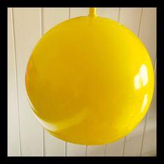 Gammel IKEA-lampe ble ny med gul spraylakk! (Old lamp from IKEA = new Edith yellow paint). #IKEA #DIY #light #yellow