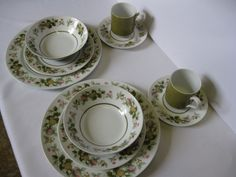 Two Mikasa China Eclipse Tawny Green Dinner 5 Piece Place Settings (Sumay)  #teamsellit