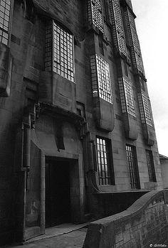 Glasgow School of Art. Glasgow School Of Art, Art School, Art Nouveau, Art Deco, Charles Rennie Mackintosh, Arts And Crafts Movement, Glascow Scotland, Glass Art, Art Photography