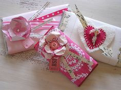 30 Creative Gift Wrapping Ideas For Your Inspiration - Hongkiat : Valentine Treats. (Image Source: Better Homes And Gardens) My Funny Valentine, Valentine Treats, Valentine Day Love, Valentine Day Crafts, Valentine Wishes, Valentine Cards, Creative Gift Wrapping, Creative Gifts, Wrapping Ideas