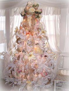Christmas tree in Pink   via Debbie Orcutt