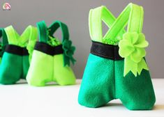Felt Leprechaun Pants Treat Bags | Positively Splendid {Crafts, Sewing, Recipes and Home Decor}