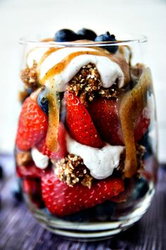 DREAMY BERRY PARFAIT WITH COCONUT WHIPPED CREAM, CARAMEL & RAW GRANOLA CLUSTERS | VEGAN & GLUTEN-FREE