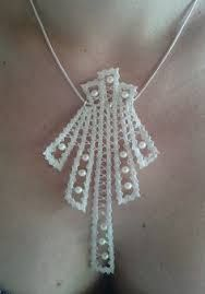 Tatting Tutorial Part 1 : Over & Under Rings : Front to Back Shuttle Movement Judith Connors shared a beautiful Interlaced Rin. Tatting Jewelry, Lace Jewelry, Tatting Lace, Wedding Jewelry, Lace Earrings, Lace Necklace, Colar Tribal, Crochet Necklace Pattern, Bobbin Lacemaking