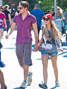 Star Tracks: Monday, February 16, 2015 | SHE'S ALL EARS | A happy Sarah Hyland gets into the Disney spirit on Sunday as she joins rumored boyfriend Dominic Sherwood for a day at Disneyland in Anaheim, California.